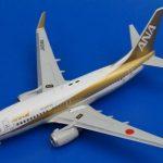 NH20019 1/200 B737-700 ANA ゴールドジェット JA01AN